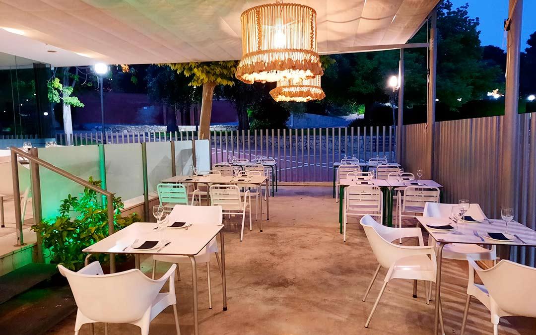 ¡Pide tus Cócteles y Destilados favoritos en la terraza de Sucre!
